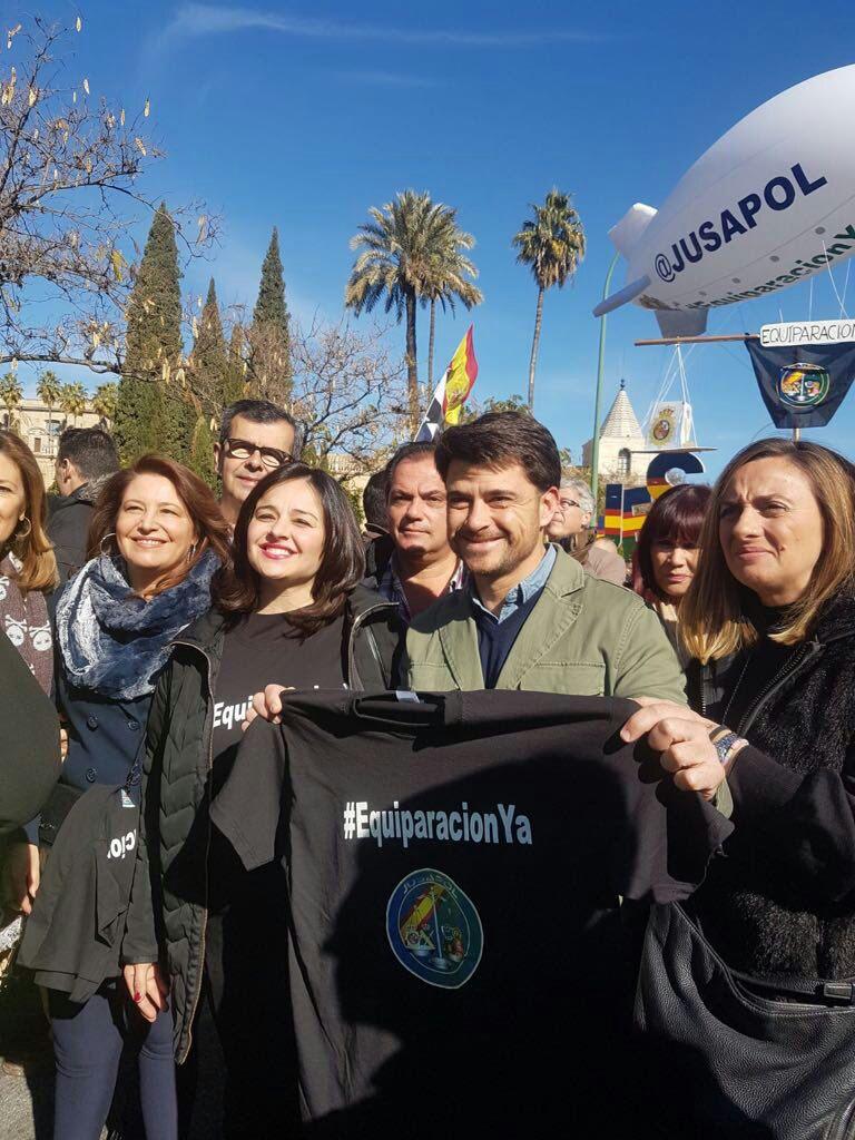 En la manifestación han participado los máximos responsables del PP en Sevilla Virginia Pérez y Beltrán Pérez