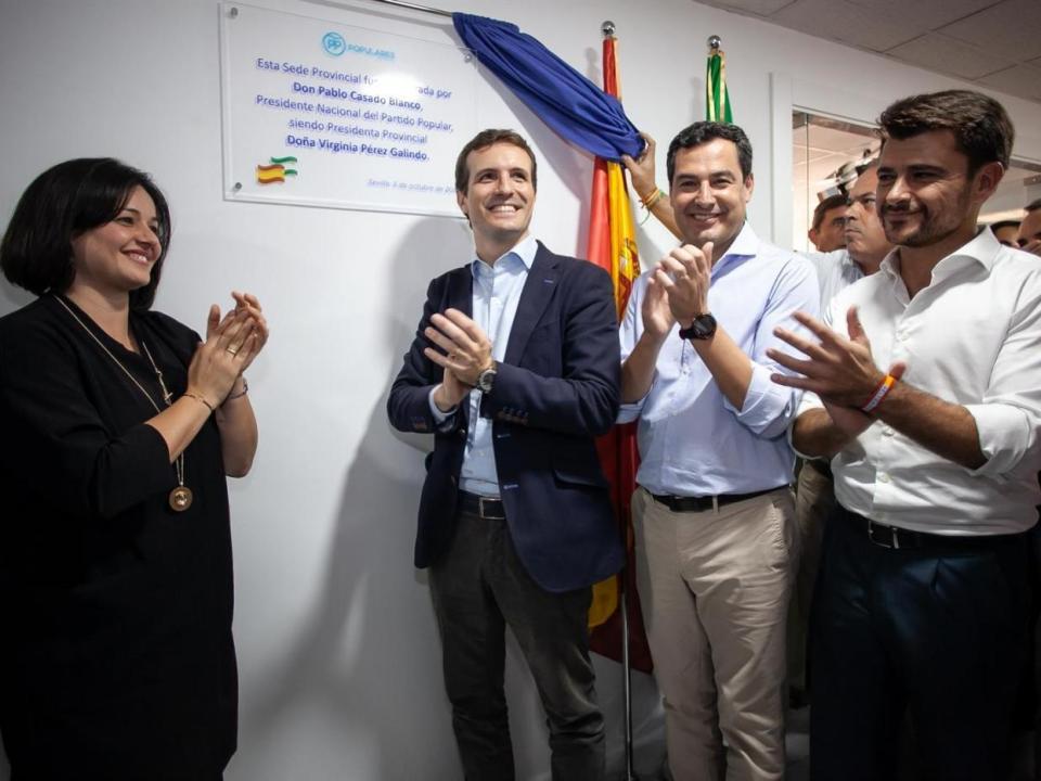 De izquierda a derecha, Virginia Pérez, Pablo Casado, Juanma Moreno y Beltrán Pérez