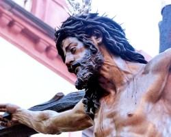 En el Vía Crucis de las Hermandades, el Cristo de la Conversión fue acompañado por miles de personas