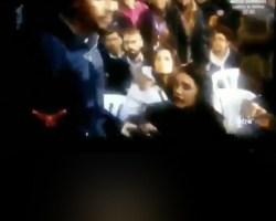 El tapaboca de Pablo Iglesias «el feminista» a Irene Montero. Vídeo viral.