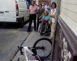 Sevilla invadida por bicicletas y patinetes  sin vigilar