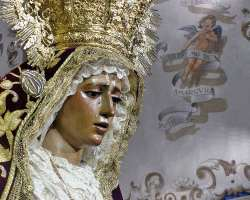 La Amargura Coronada de Sevilla en besamano