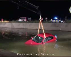 Arriesgada persecución de la Policía Local hasta recuperar un vehículo, que terminó cayendo al canal, sustraído esta madrugada. Vídeo