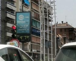 El calor llena las calles vacías de Sevilla