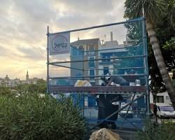El Ayuntamiento ejecuta la limpieza y conservación del monumento a Juan Belmonte en Triana