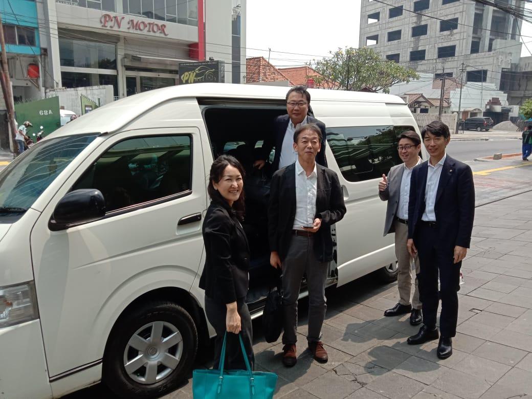 Sewa Hiace Membawa Rombongan Tamu dari Negeri Ginseng Korea Selatan