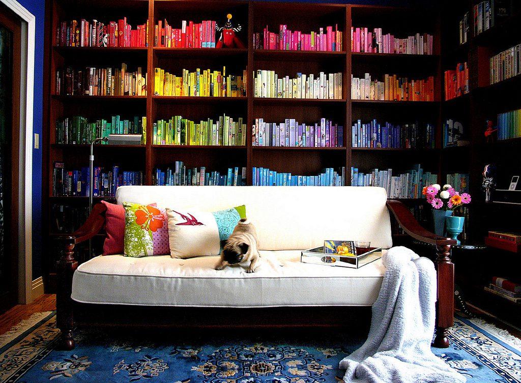 Ide Menarik Mendekor Ruangan dengan Buku - Blog Sewa Rumah