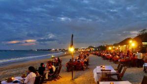 Pantai Jimbaran Bali Sunset Makan Malam Seafood 01