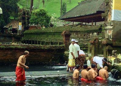 Pura Tirta Empul Bali - Penyucian Diri