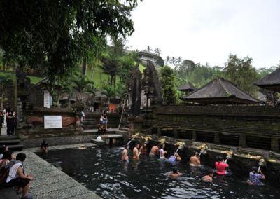 Pura Tirta Empul Bali - Tempat Peyucian Diri