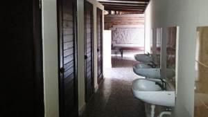 Trekking di Bali Toilet