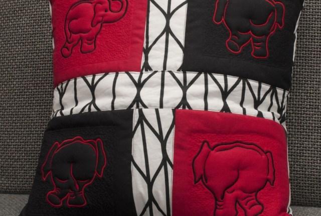 Elefantenkissen in Trapuntotechnik mit vier verschiedenen Elefantenmotiven