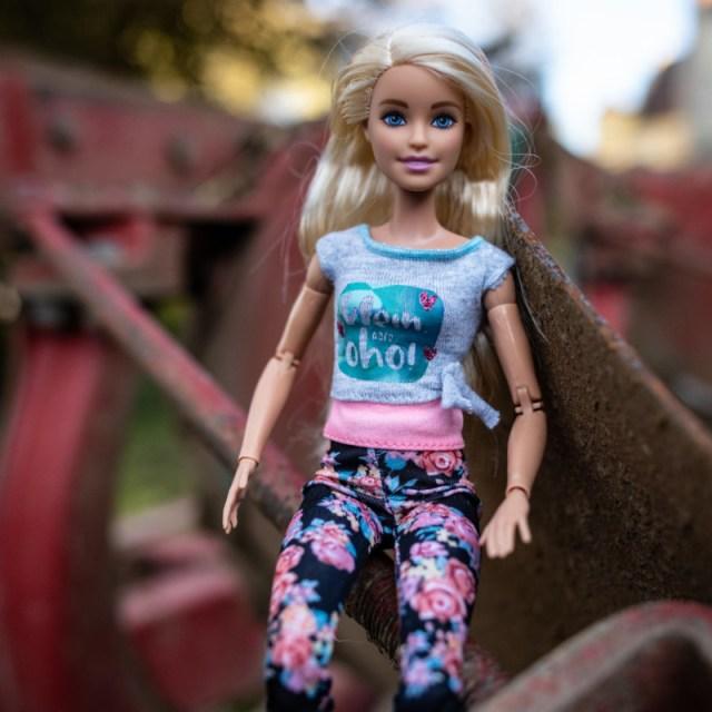 Shirt klein aber oho an Barbie