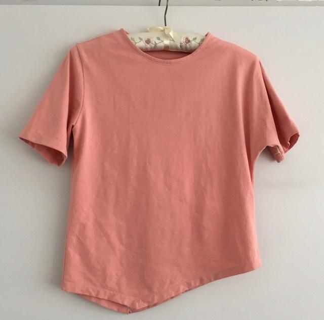 asymmetrische zalmkleurig T-shirtje