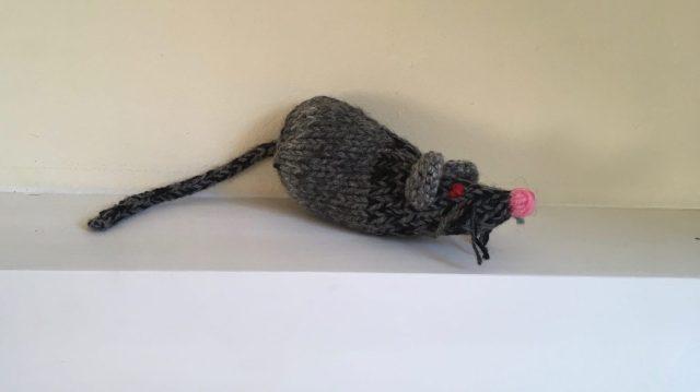 een gebreide muis