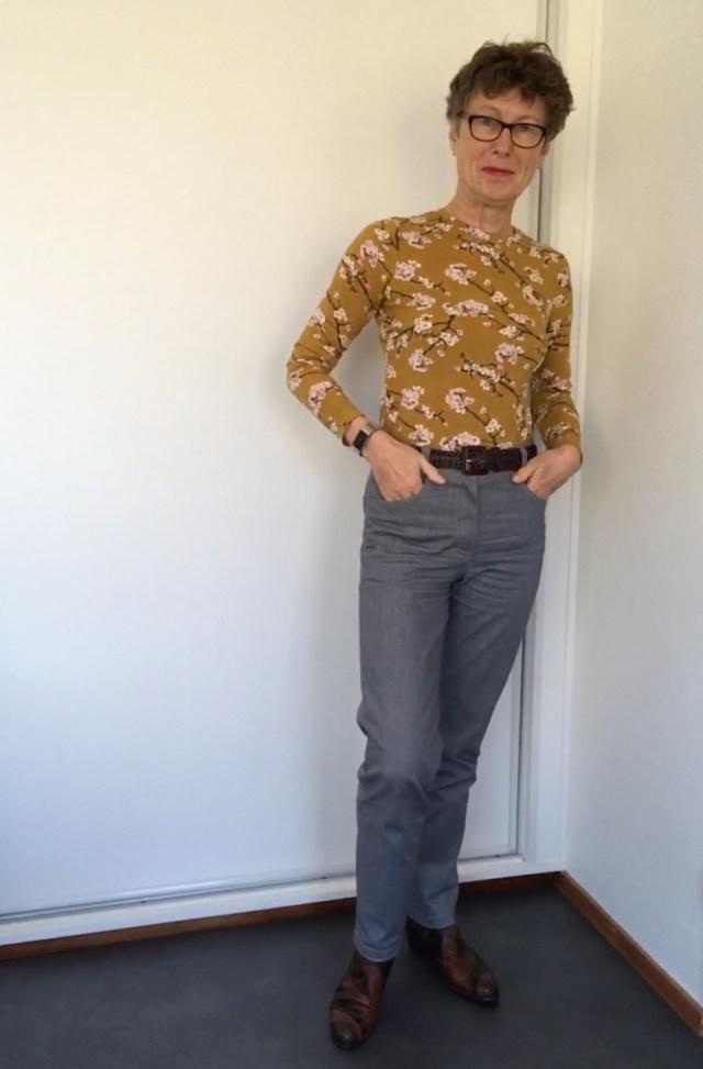 zelfgemaakte lichtgrijze jeans