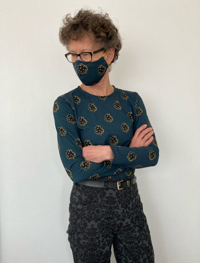 T-shirt with matching face mask