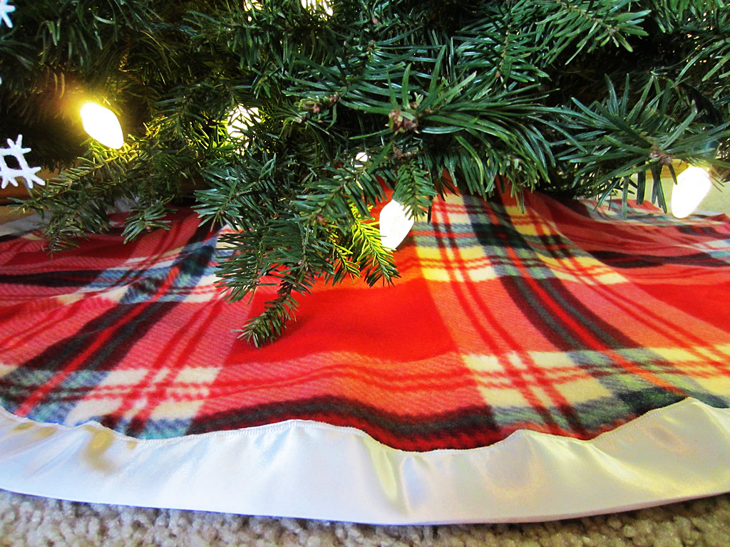 Plaid Christmas Tree Diy Plaid Christmas Tree Skirt With Satin Binding