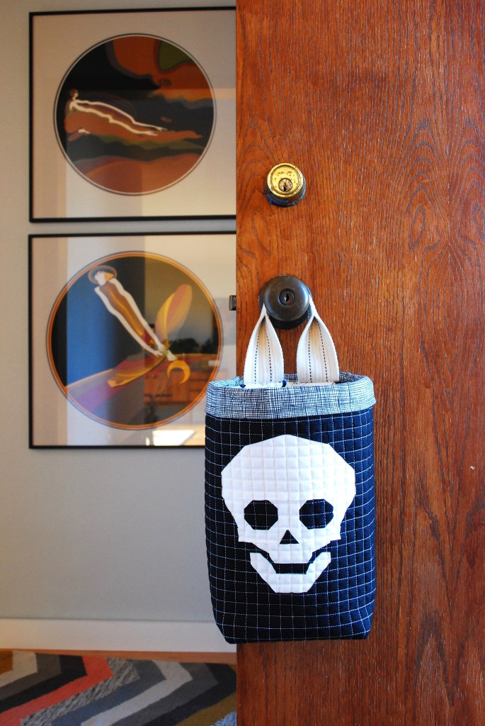 sew katie did | Seattle Modern Quilting & Sewing Studio | Halloween hanging candy bucket