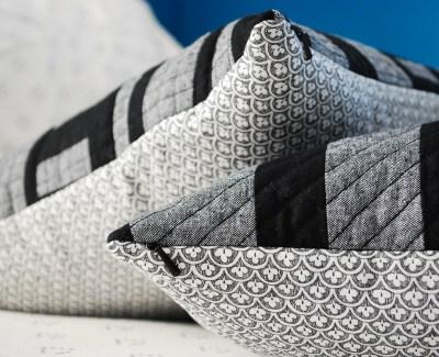 ::  Invisible Zipper Pillows  ::