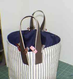Attach-the-Leather-Handles-to-the-Bag-280x300 DIY Fabric Storage Bucket