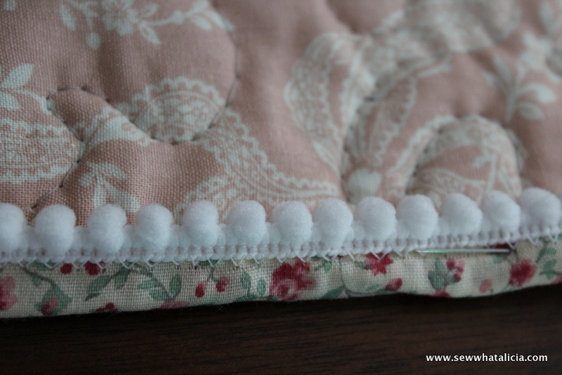 Whole Cloth Quilt with Pom Pom Binding | www.sewwhatalicia.com