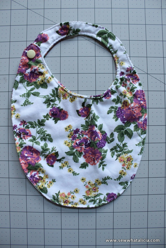 15 Minute Baby Bibs Tutorial | www.sewwhatalicia.com