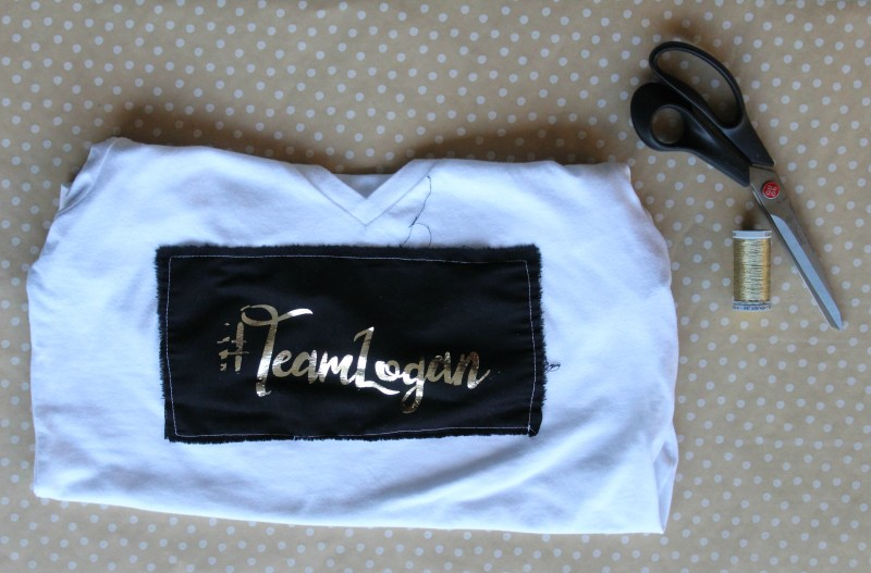 #TeamLogan Foiled Fan Girl Shirt - With Free Cut File for Silhouette : If you are half as excited as I am about Gilmore Girls then you definitely need a fan girl shirt! Click through for the full tutorial plus a free cut file. Use the file on anything, not just for a t-shirt! #teamlogan | www.sewwhatalicia.com