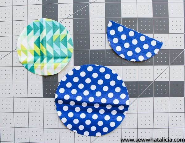 No Sew Floral Wreath Embroidery Hoop: This easy no sew wreath is perfect for adding a fun touch to your hoop. Use it on an existing hoop that has embroidery in it or use the wreath as it's own art. Click through for the full tutorial plus a video tutorial.   www.sewwhatalicia.com