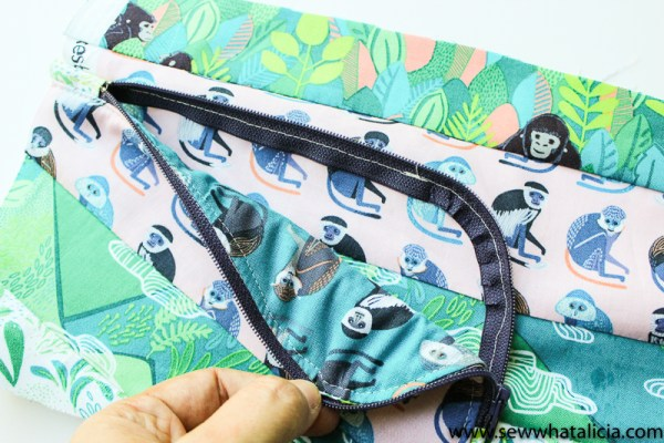Wallet Clutch Zipper Pouch Tutorial: This cute little wallet clutch is a great project for spring break and summer! Click through for the full tutorial to make your own! | www.sewwhatalicia.com
