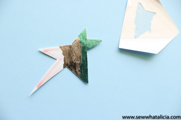Easy No Sew Star Ornament Tutorial: Whether you need summer decor or something for the tree these little star ornaments are perfect! They are no sew and super easy and quick! Click through for the full tutorial and a video. | www.sewwhatalicia.com