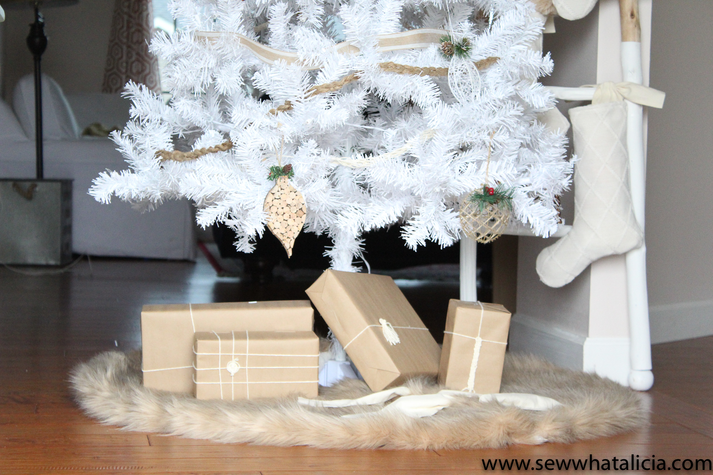 Fur Christmas Tree Skirt Sewing Tutorial: This faux fur from JOANN makes the perfect tree skirt for your Scandinavian inspired Christmas decor. Click through for the full sewing tutorial. | www.sewwhatalicia.com