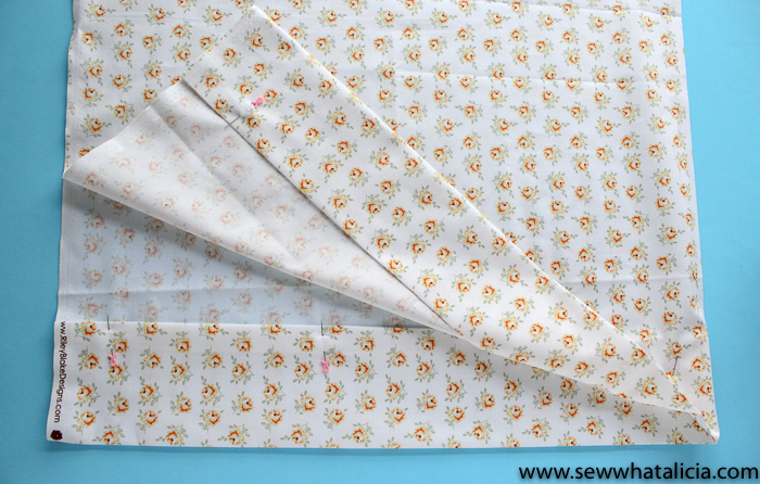 How to Sew Easy Custom Pillow Cases: These easy pillow cases are perfect for beginning sewers. This is an easy to follow pattern. Click through for the full tutorial. | www.sewwhatalicia.com