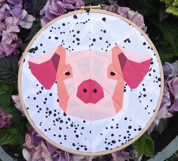 Paper Piecing Patterns - Awesome Animals: Pig paper piecing pattern. Photo used with permission. Click through for a huge list of animal paper piecing quilt block patterns. | www.sewwhatalicia.com