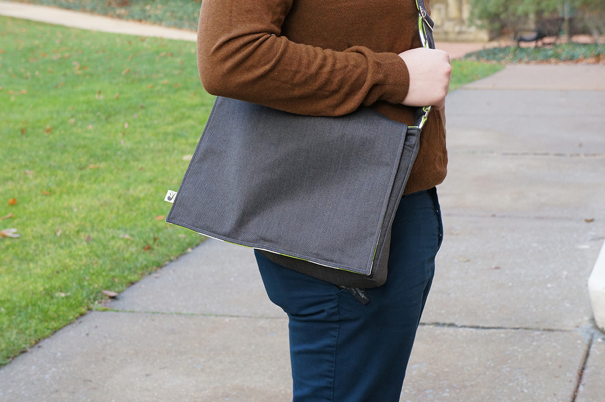 Free messenger bag pattern and tutorial merry christmas sew lookit that cute tag jeuxipadfo Gallery