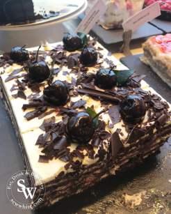 Leto Kings road review sew white cakes 6