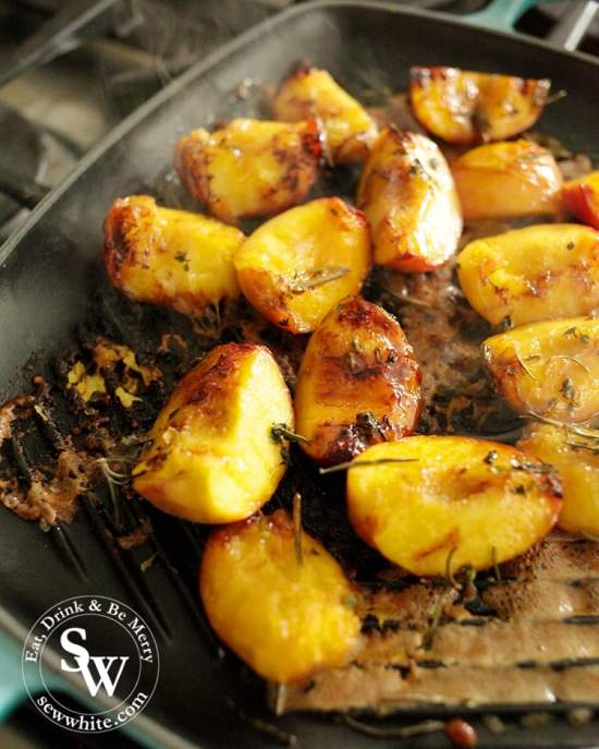Golden caramelised peaches on the grill for a BBQ.