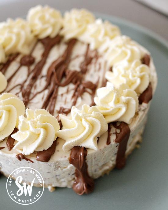 Adding cream swirls to the cheesecake.