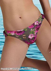 Bikinitrosa med vackra rosor