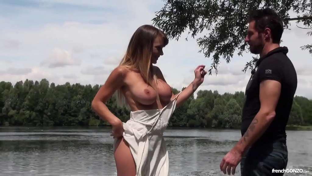 Sexo na beira do lago