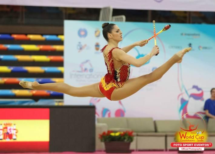 Carolina Rodriguez en un salto en pleno ejercicio (Fuente: Facebook Foto Sport)