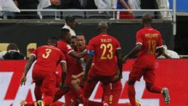 Equipo panameño celebrando su victoria ante Bolvia