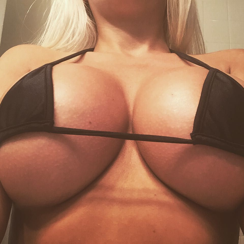 Photos sexy cleavage
