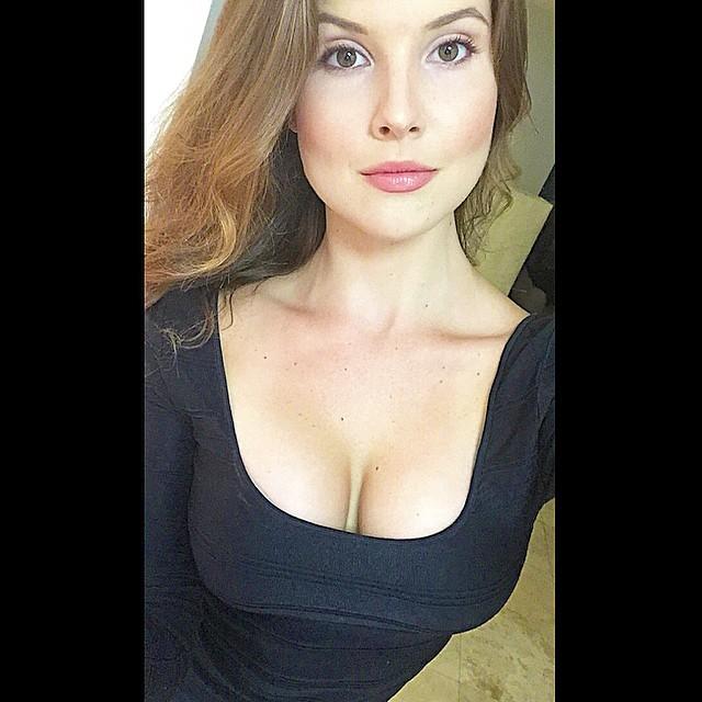 amandasexycleavage (43)