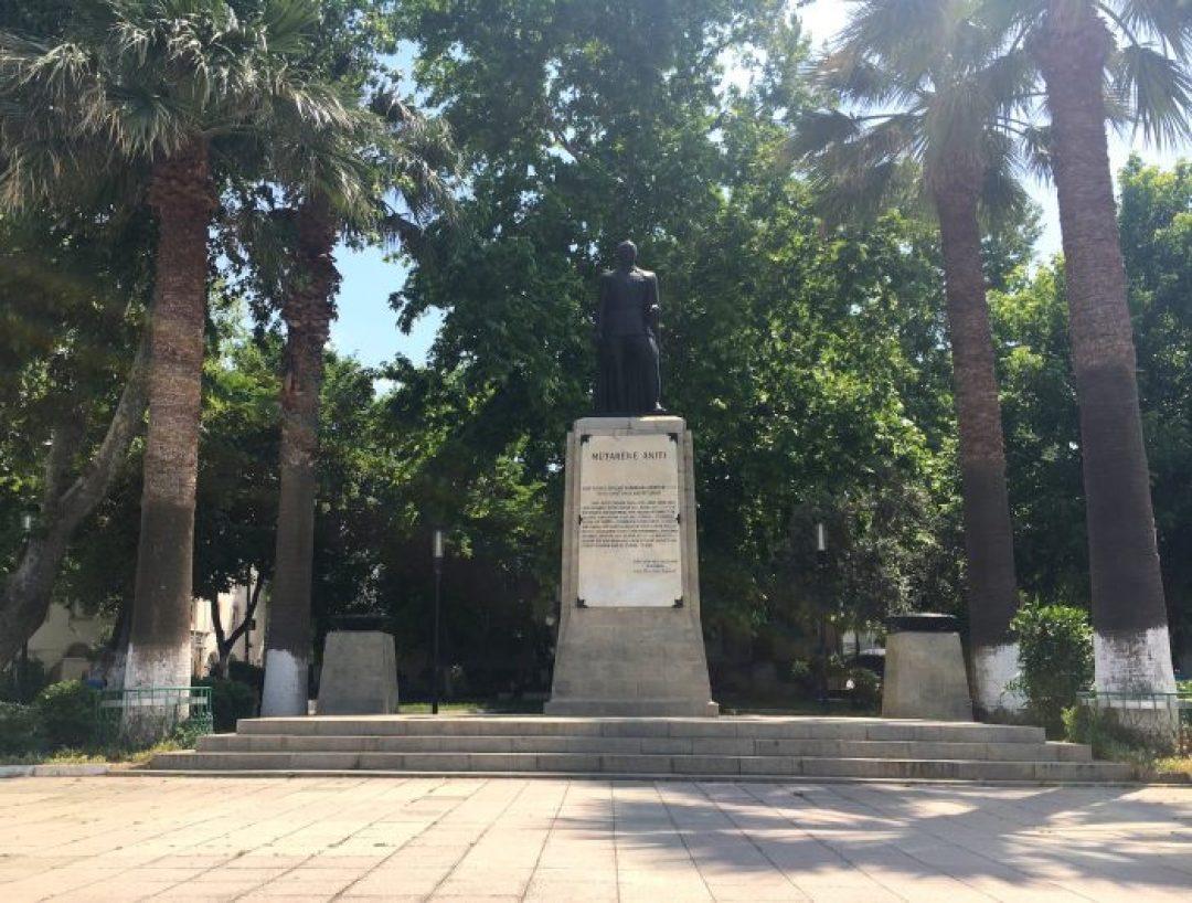İsmet İnönü'nün heykeli Mudanya Mütareke Evi'nin tam karşısındaki parkta yer alıyor