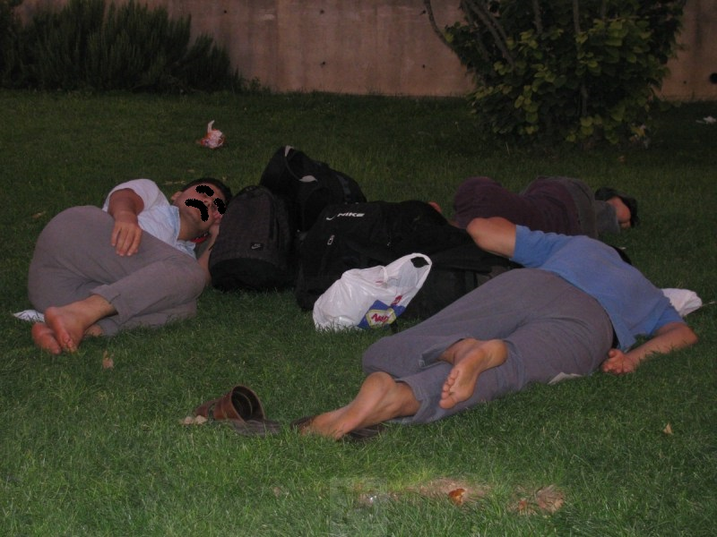 Sleep-Outside-in-Iran-Seyahatya
