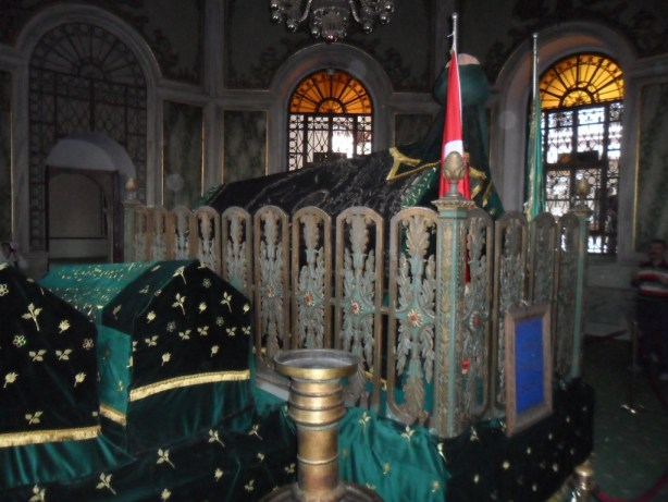 Emir Sultan Türbesi Sandukalar