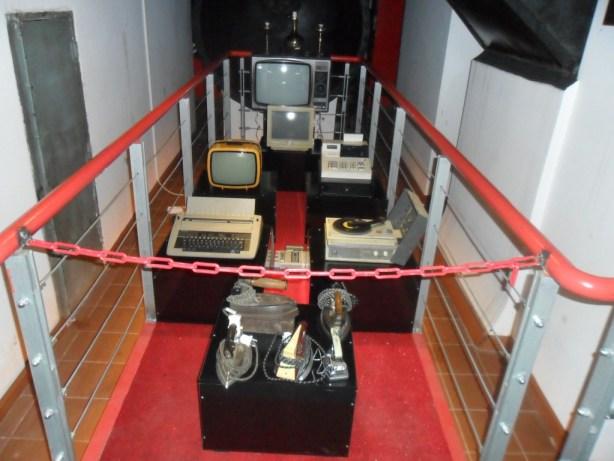Geçmişe Ait Ütü Televizyon ve Daktilo Pikap