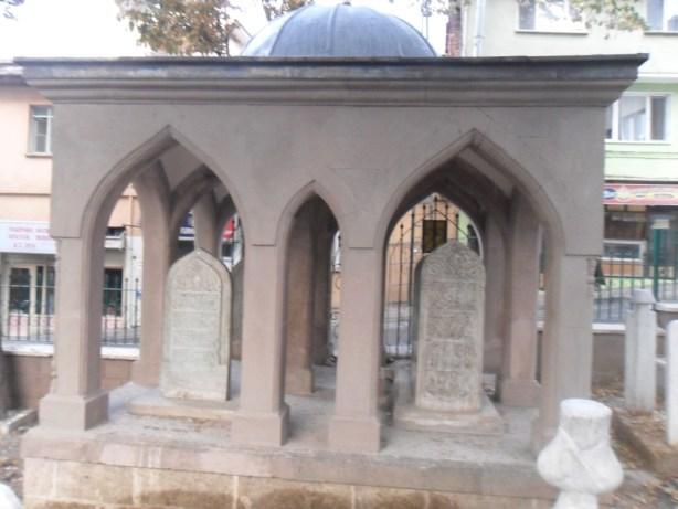 Hacı İvaz Paşa Mezarı