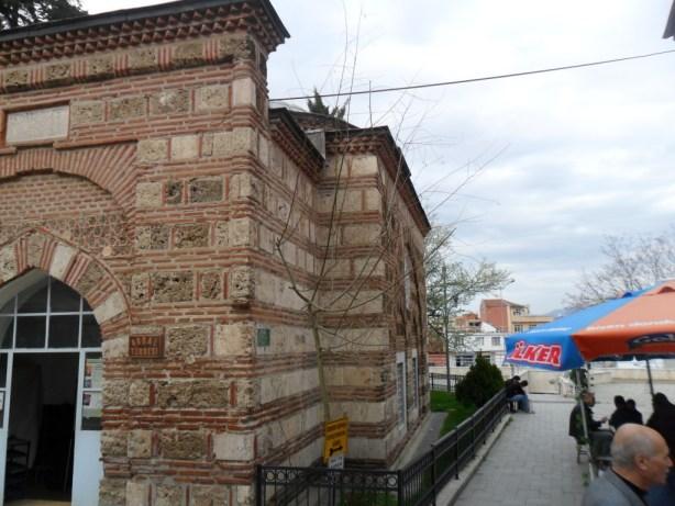 Abdal Mehmed Türbesi Yandan